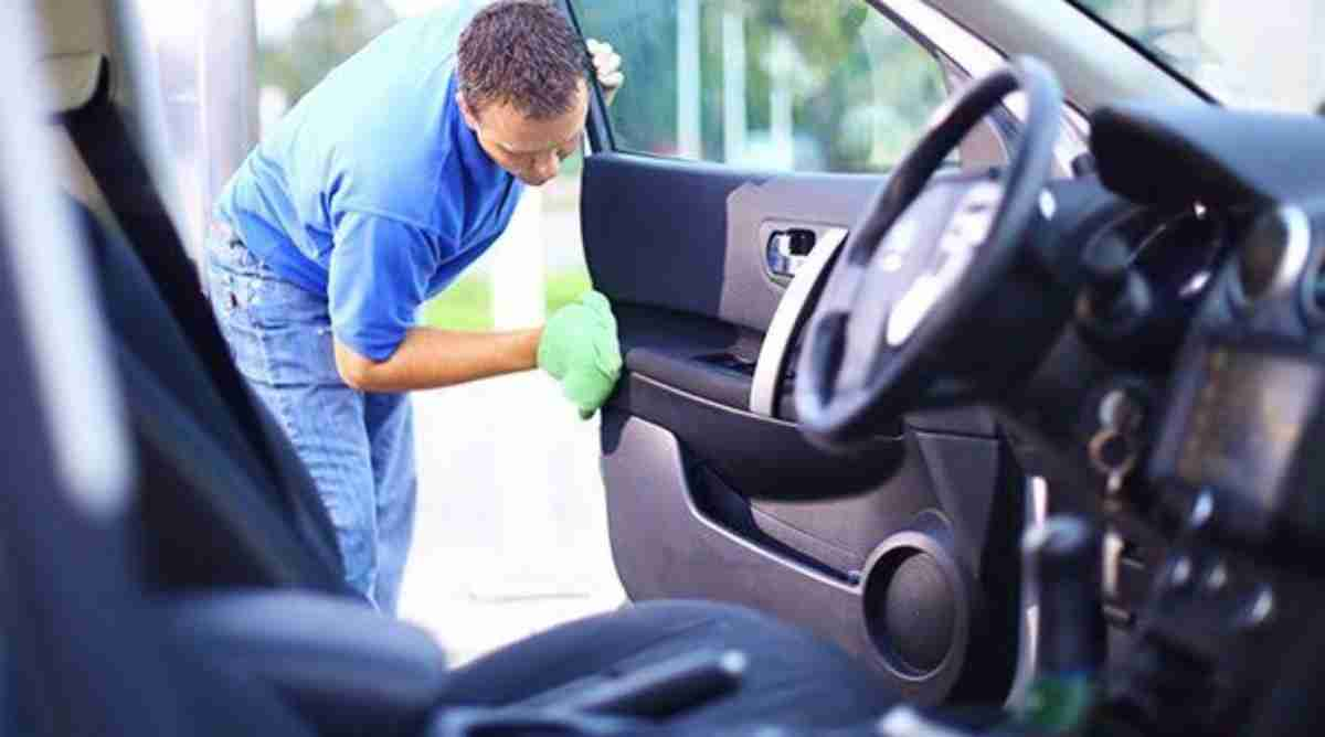 how to remove dust from car interior